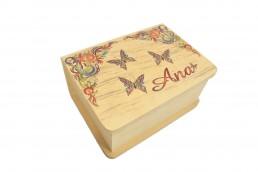 impressao em caixa de madeira ana com borboletas